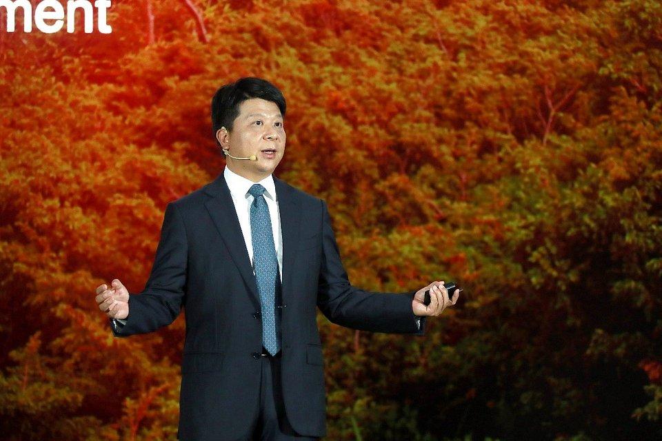 Guo Ping, rotacyjny prezes Huawei, wygłasza przemówienie na 17. konferencji Global Analyst Summit