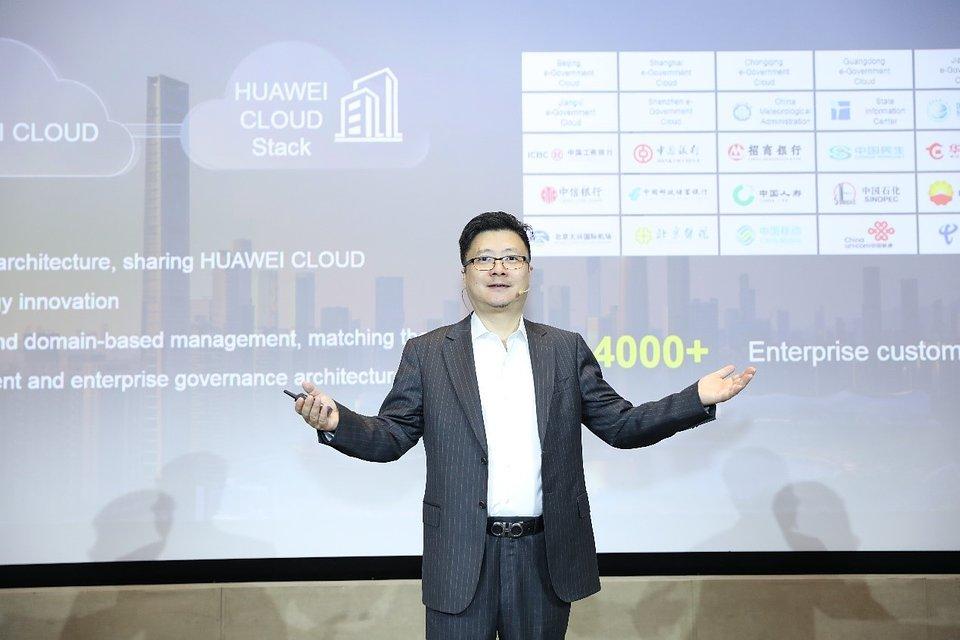 Edward Deng, dyrektor ds. marketingu w Cloud & AI BG, Huawei, dzieli się informacjami o najnowszych osiągnieciach w zakresie usług chmurowych i obliczeniowych