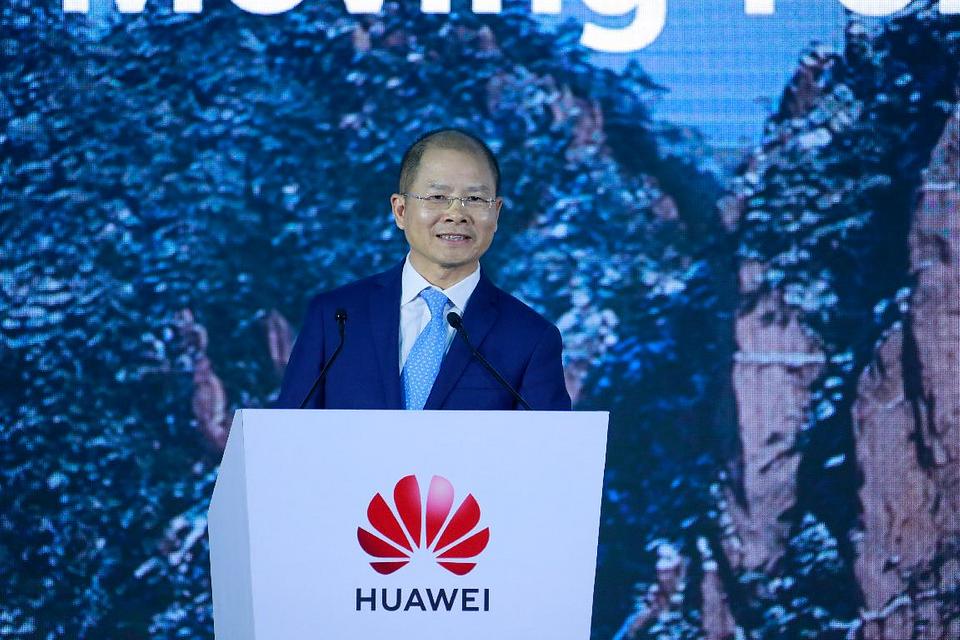 Eric Xu podczas swojego wystąpienia na Huawei Global Analyst Summit 2021