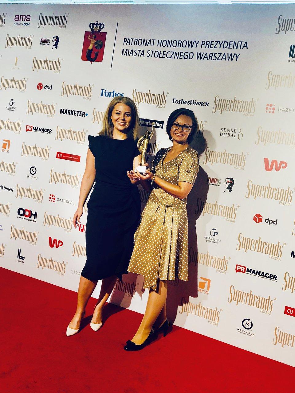 Nagrodę Superbrands 2020 dla marki Continental odebrały Marta Oknińska, Marketing Manager CVT, oraz Ewa Zawadzka, Digital Marketing Manager w Continental Opony Polska
