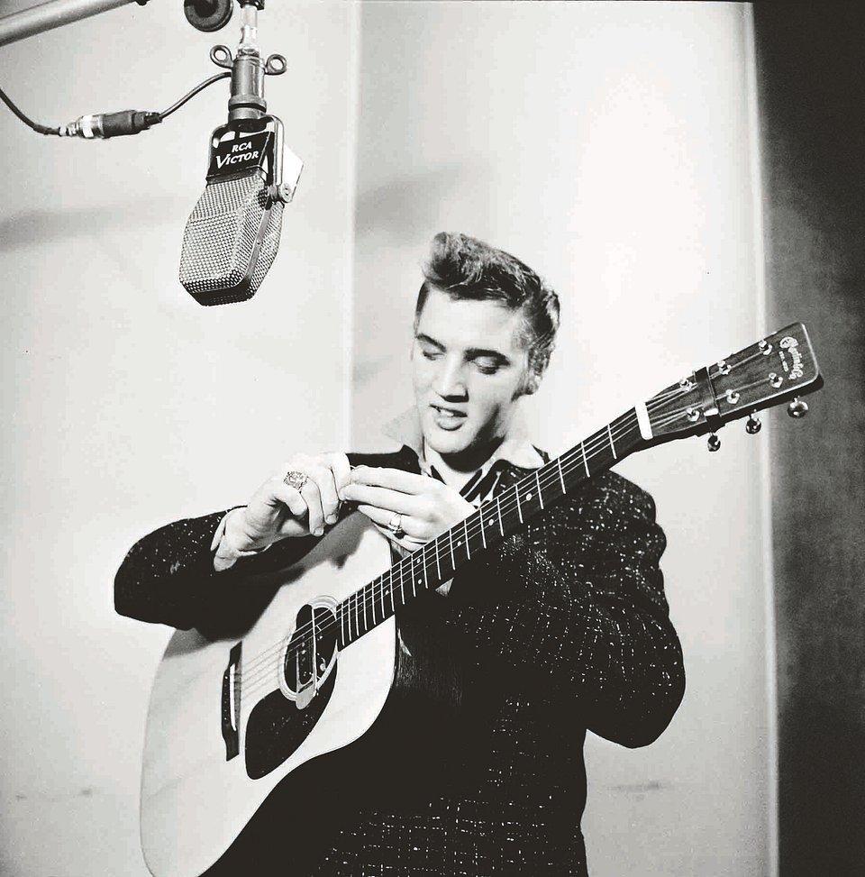 Elvis2_PoPsieRandolph_SonyMusic.jpg