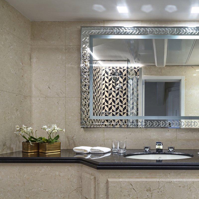 Molino Premium Rooms (10).jpg