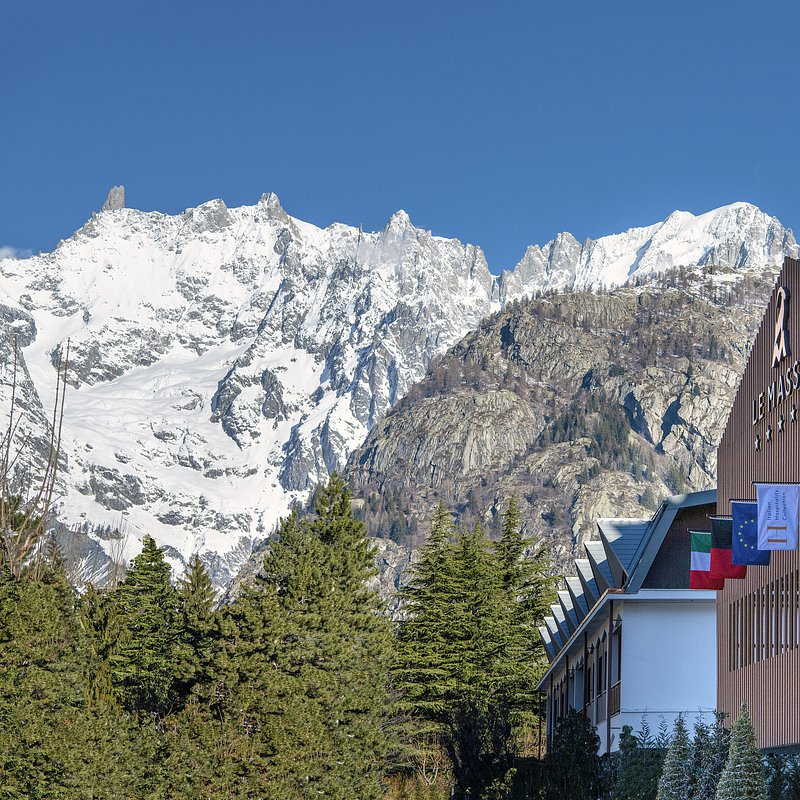 Le Massif_Hotel Façade_Mont Blanc View.jpg