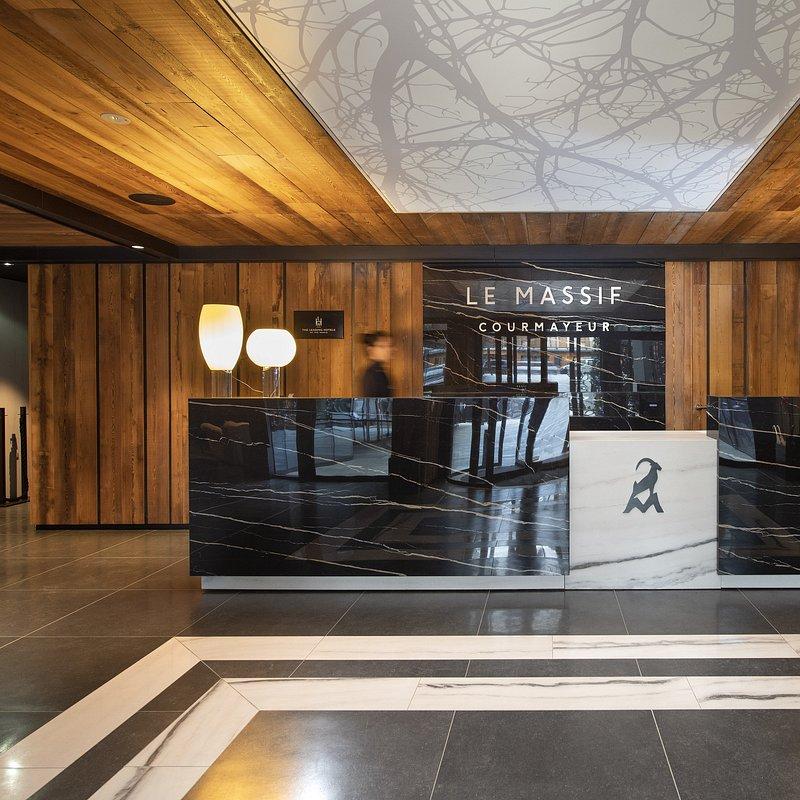 Le Massif_Hotel Reception.jpg