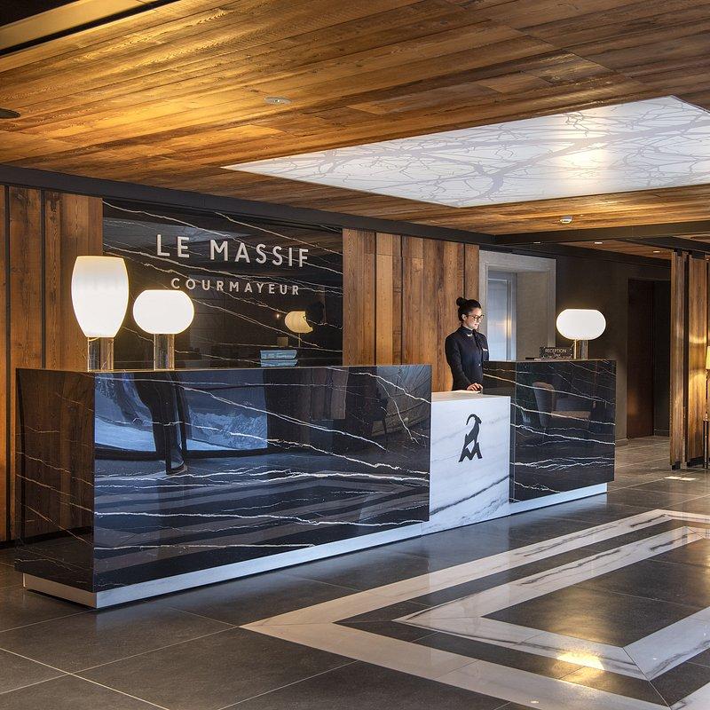 Le Massif_Hotel Reception_2.jpg