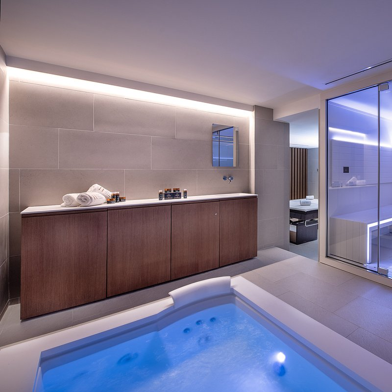 Le Massif_Private Spa Suite.jpg