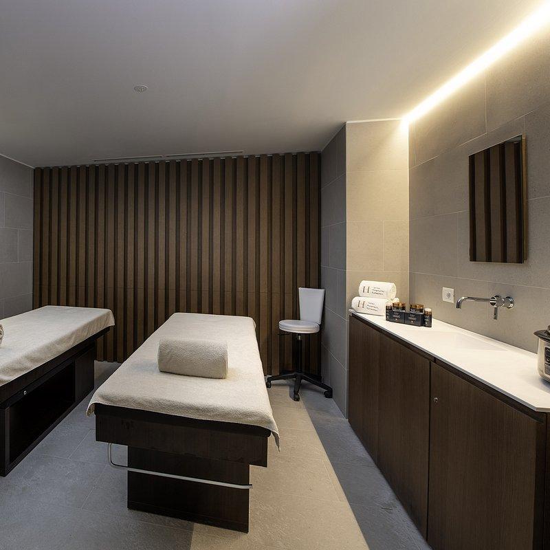 Le Massif_Spa_Twin Room.jpg