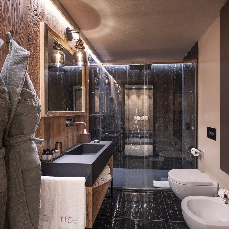Le Massif_Bathroom.jpg