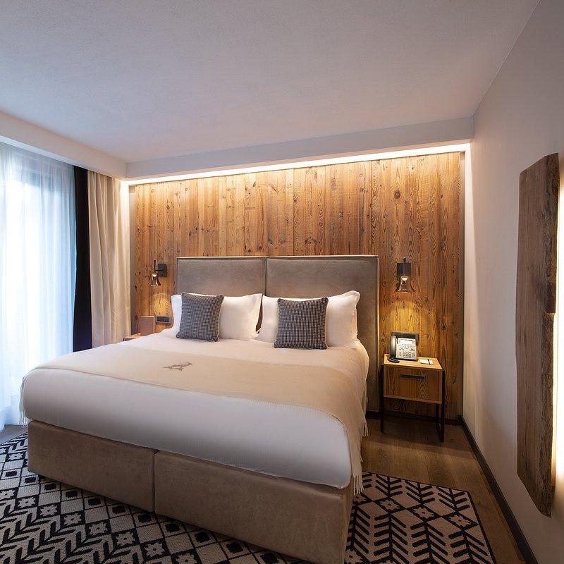 Le Massif_Superior Room_2.jpg
