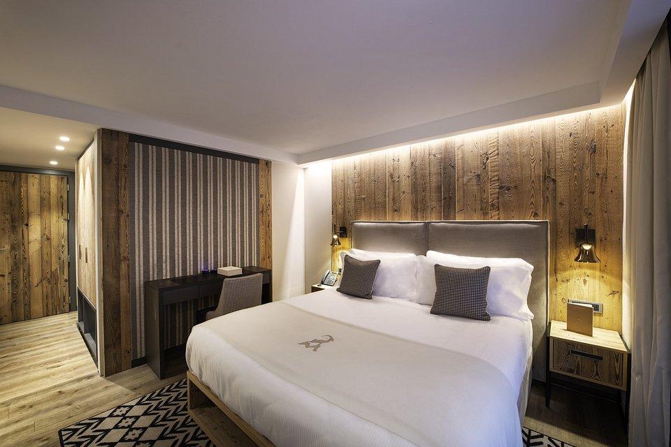 Le Massif_Superior Room_3.jpg
