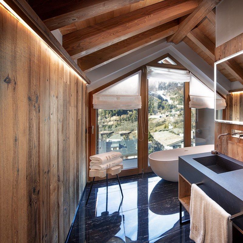 Le Massif_Roof Top Suite_Bathroom.jpg
