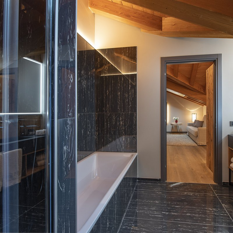 Le Massif_Roof Top Suite_Bathroom_3.jpg
