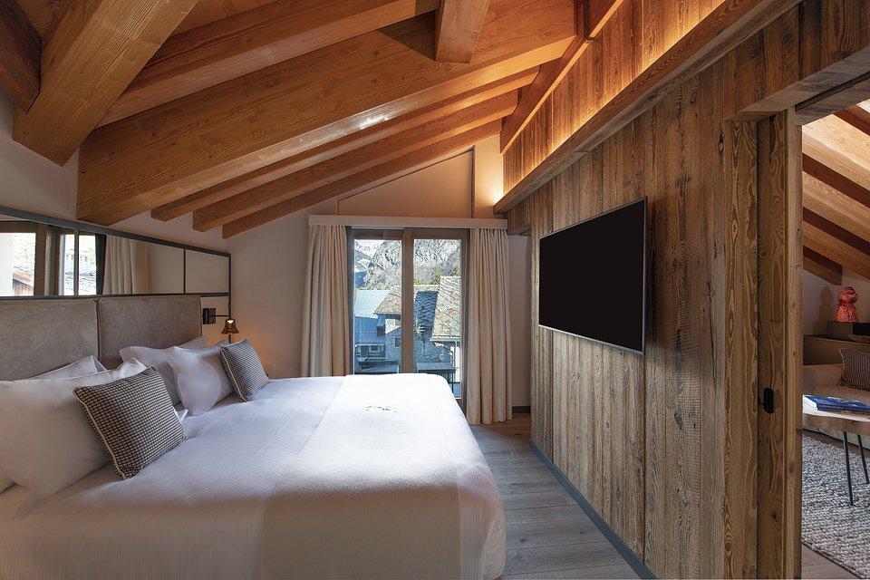 Le Massif_Roof Top Suite_Bedroom.jpg