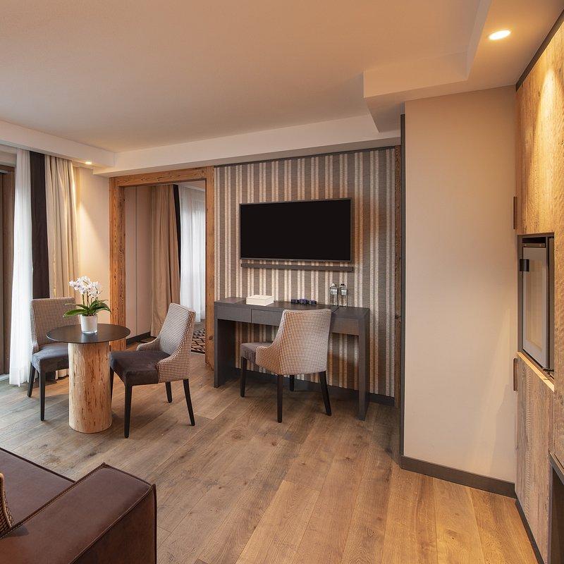 Le Massif_Suite_Living Room.jpg