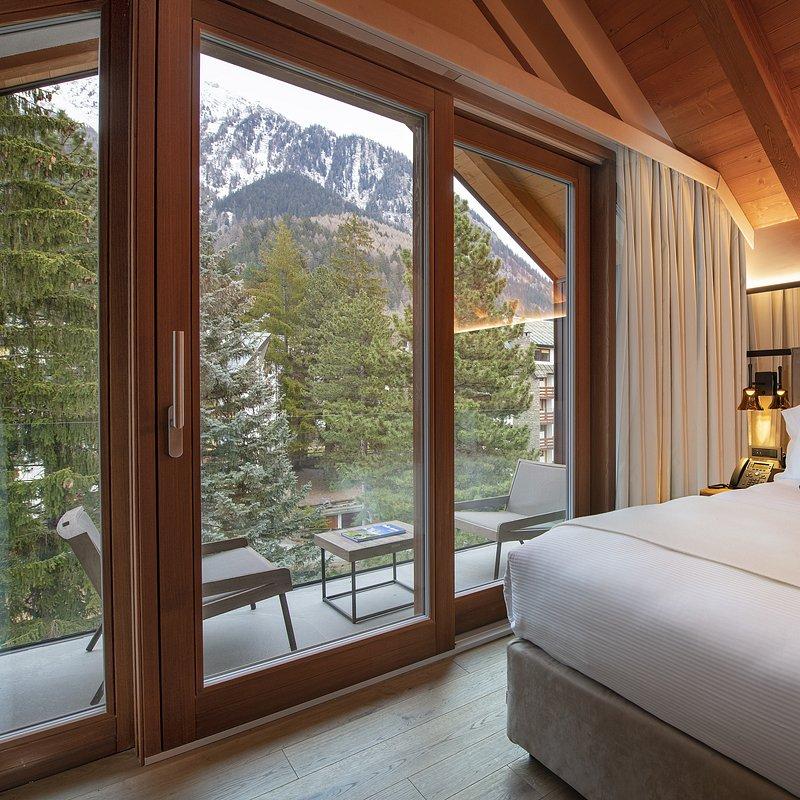 Le Massif_Top Roof Suite_Bedroom_1.jpg