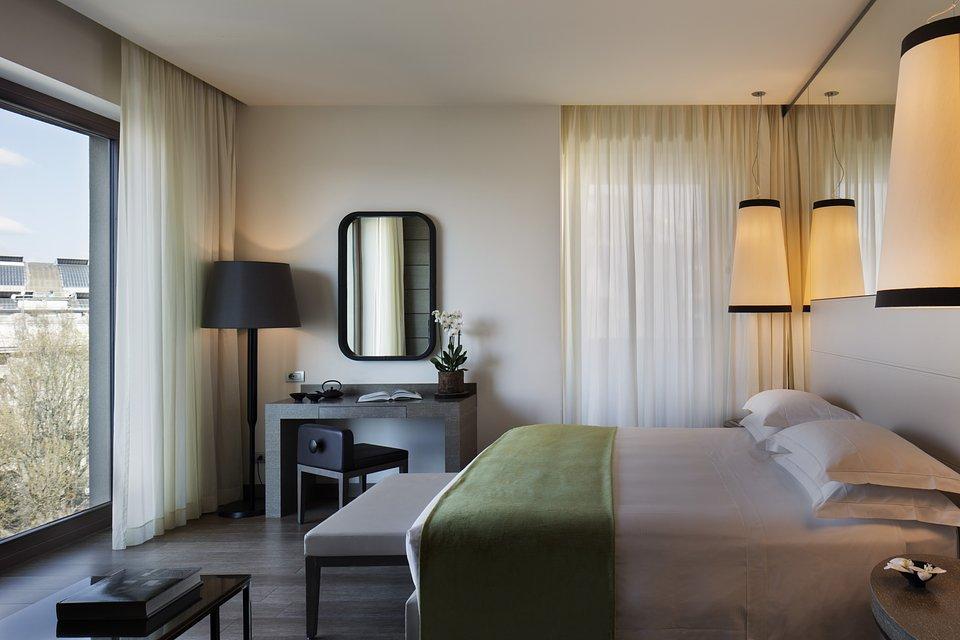 Starhotels Echo_Mi_Panoramic Junior Suite by Andrea Auletta (1).jpg
