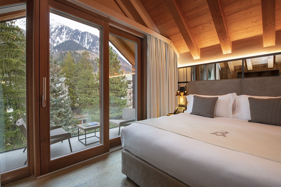 Le Massif_Top Roof Suite_Bedroom_by Andrea Auletta.jpg