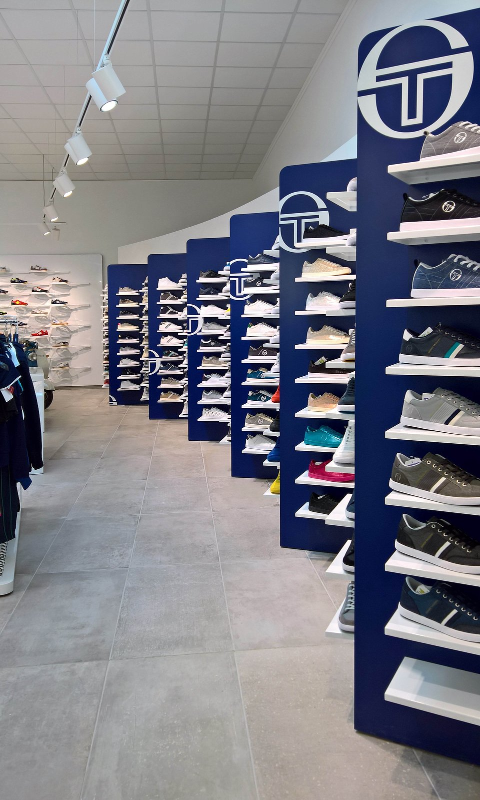Sergio Tacchini show room by nz.A Studio (2).jpg