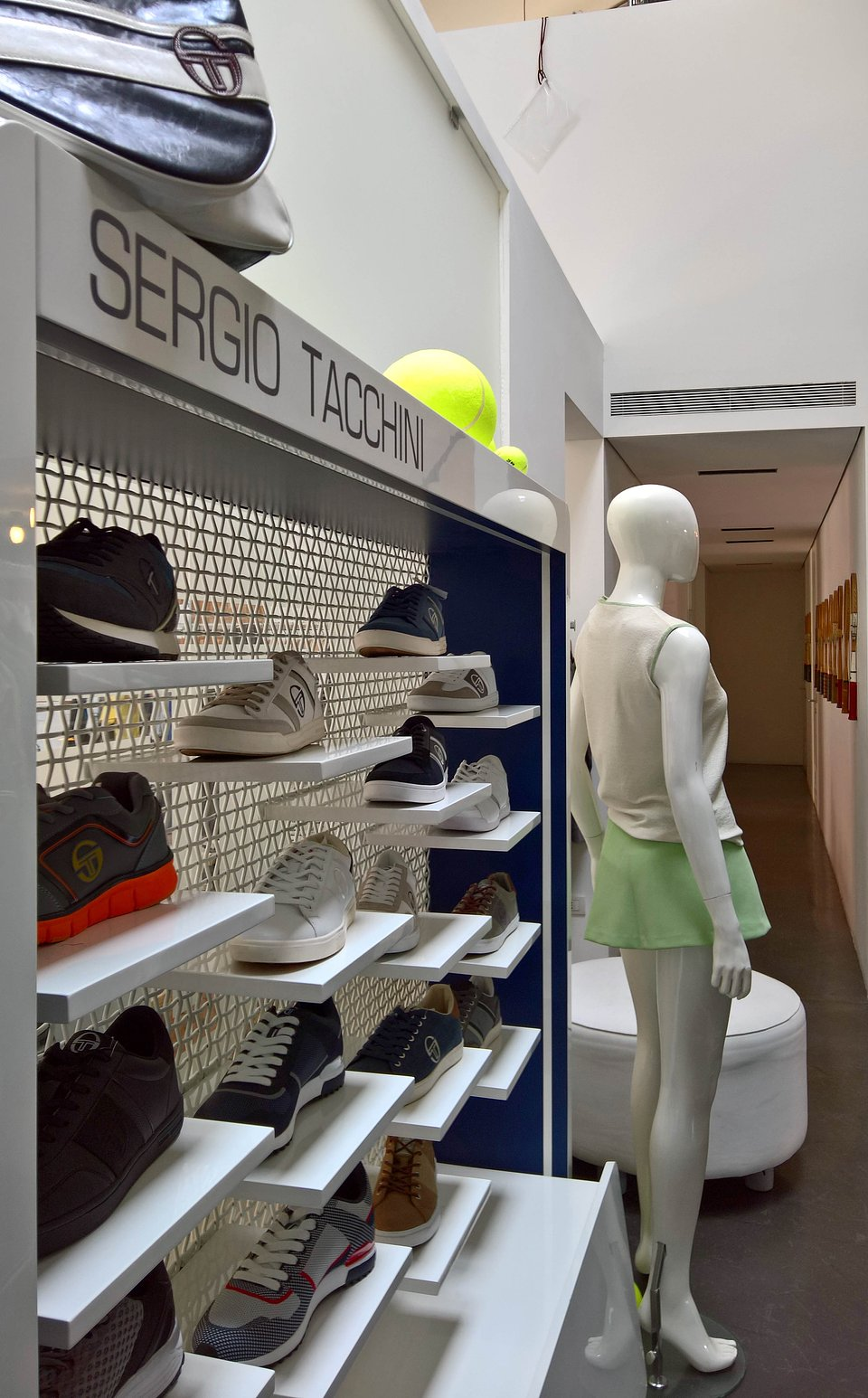 Sergio Tacchini show room by nz.A Studio (18).jpg