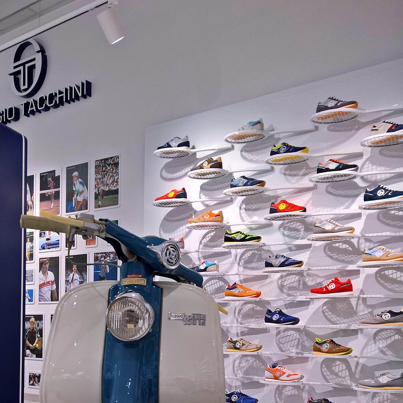 Sergio Tacchini show room by nz.A Studio (4).jpg