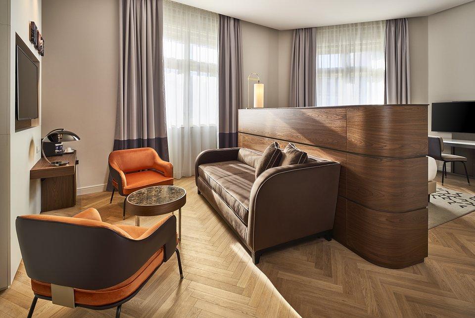 DoubleTree_by_Hilton_Trieste__Corner_Junior_Suite_Details.jpg