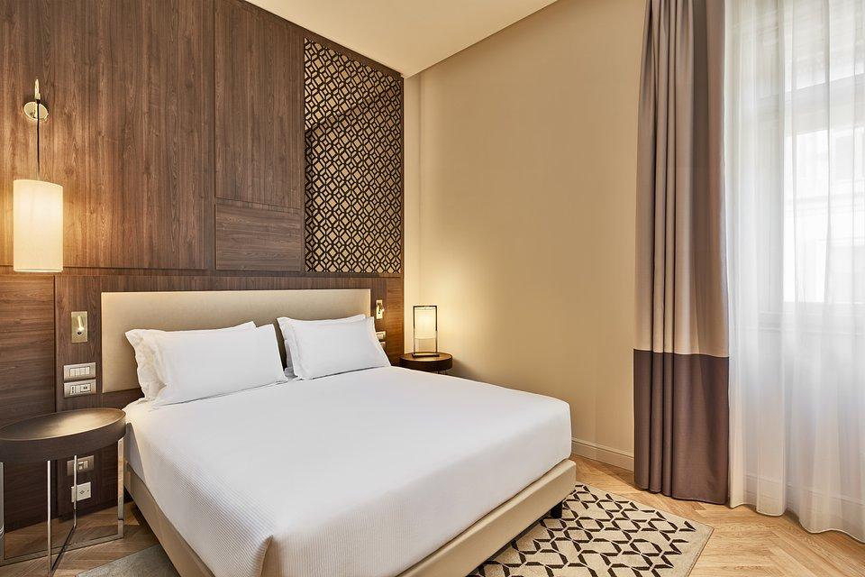 DoubleTree_by_Hilton_Trieste__Guest_room.jpg