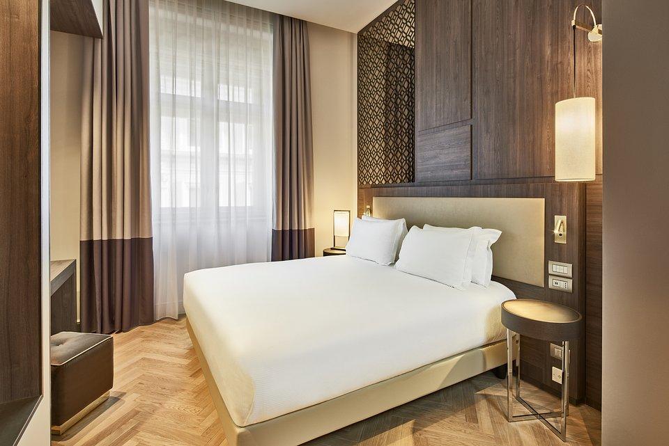 DoubleTree_by_Hilton_Trieste__Guest_whole_room.jpg