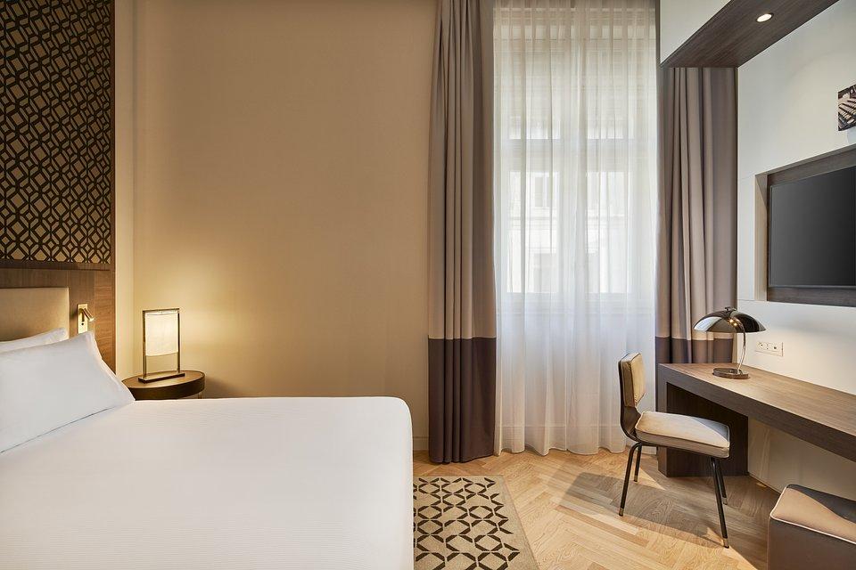 DoubleTree_by_Hilton_Trieste__Guest_whole_room_details.jpg