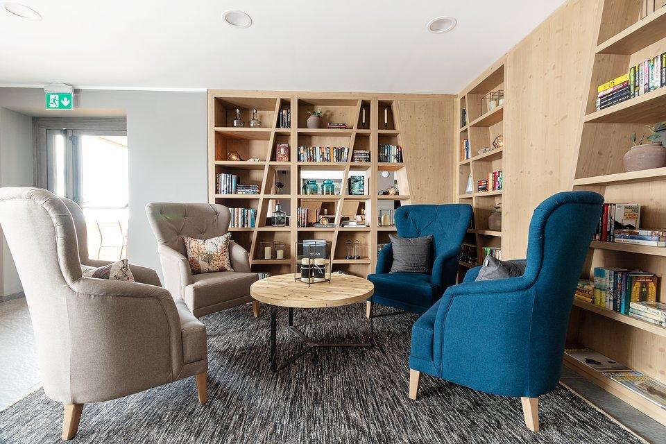 LaCresta_II_lounge (5).jpg