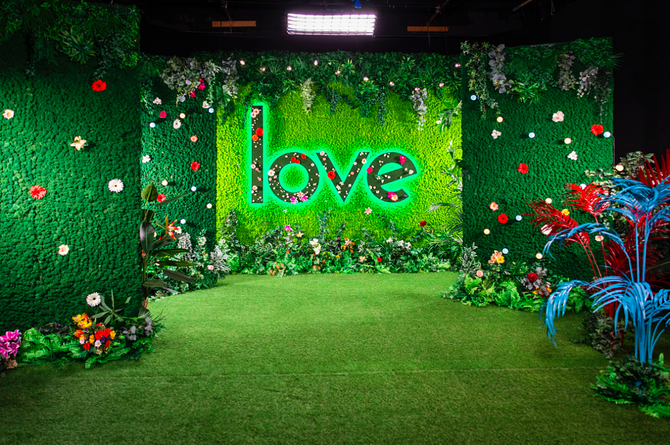 Green Room TV SET Love Island by Benettihome (1).png