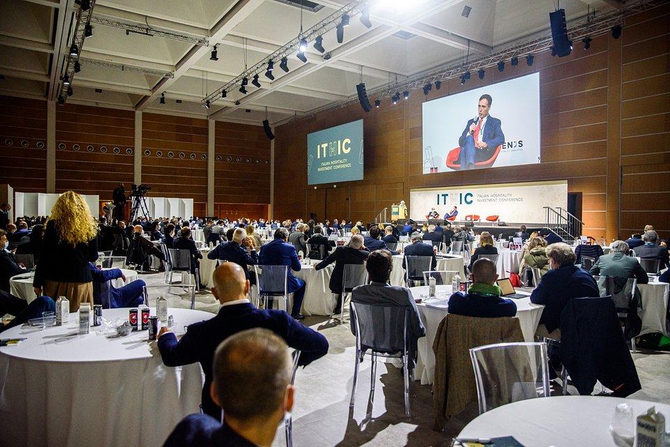 Conferenza al Grand Hotel di Rimini