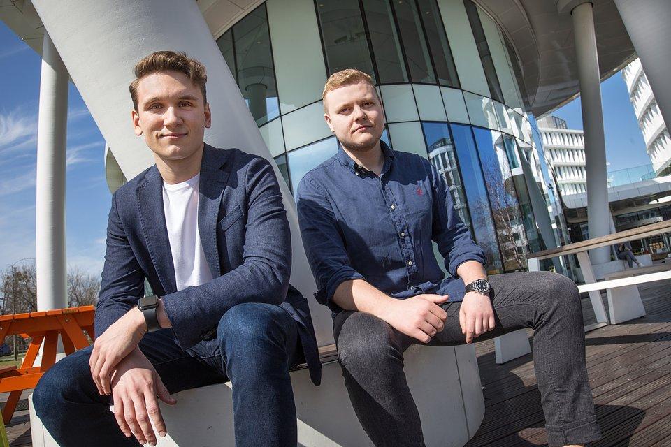 Evgeny Chamtonau (po lewej) i Aliaksandr Horlach – założyciele Spoko.app