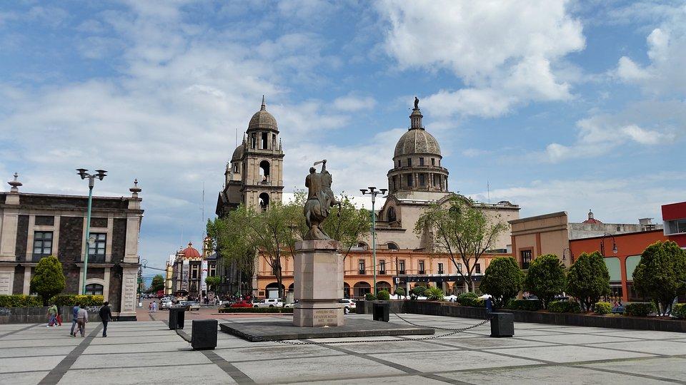 """Lepsza łączność dzięki szybkiej kolei: Nowa linia """"Tren Interurbano México Toluca"""" jest budowana między Toluca (zdjęcie) a miastem Meksyk.Zdjęcie: Geraldo Ramos /Shutterstock.com"""