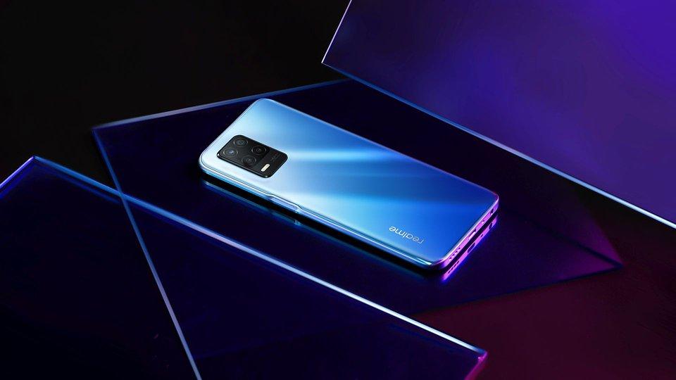 Wprowadzony na rynek w maju realme 8 5G to jeden z najtańszych smartfonów oferujących pełne wsparcie dla technologii 5G w trybie DSDS. Dostępny jest już od 899 złotych (w sieci Plus).