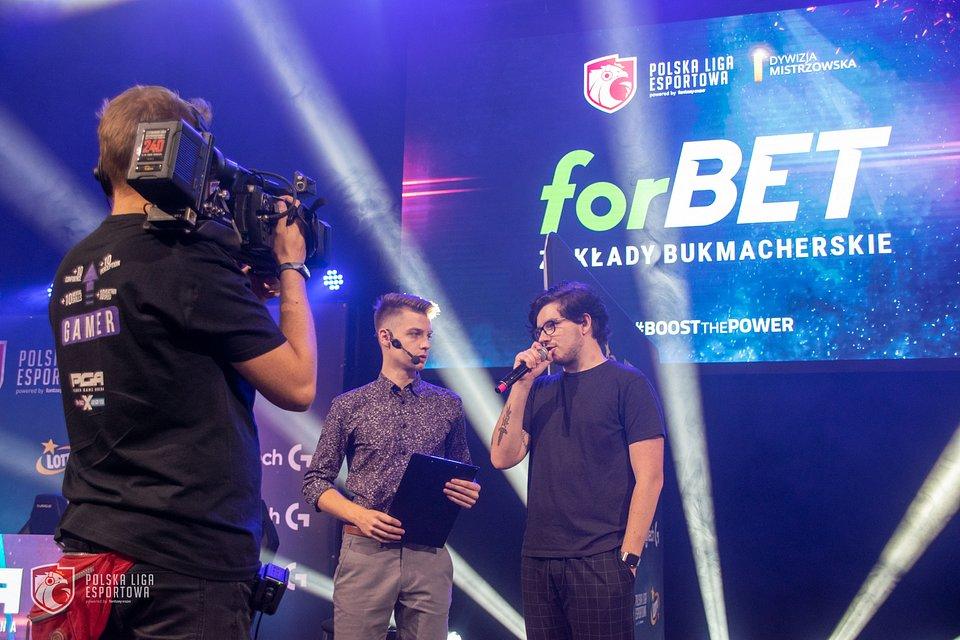 Ogłoszenie partnerstwa pomiędzy Polską Ligą Esportową a zakładami bukmacherskimi forBET