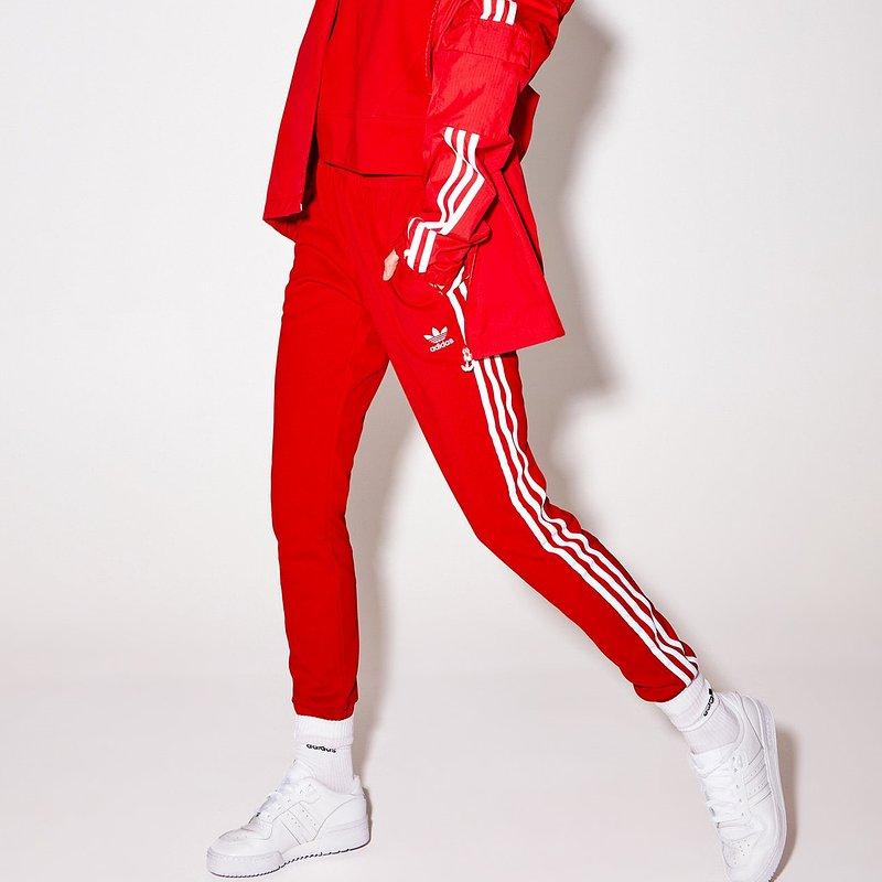 adidas-bluza-adicolor-classics-gn2892-czerwony-loose-fit.jpg