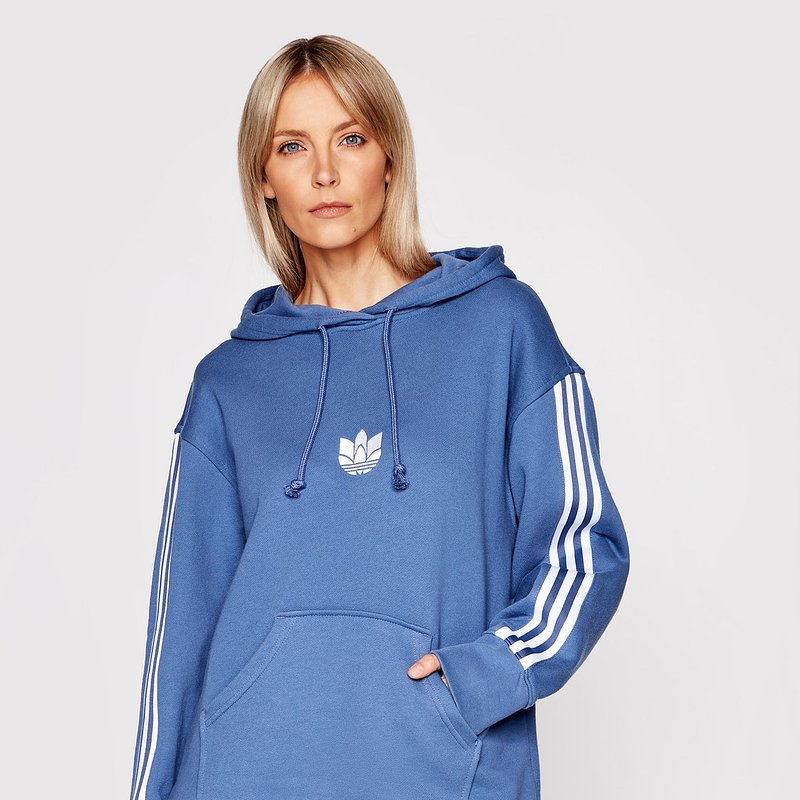 adidas-bluza-loungewear-adicolor-3d-trefoil-gn2948-niebieski-oversize.jpg