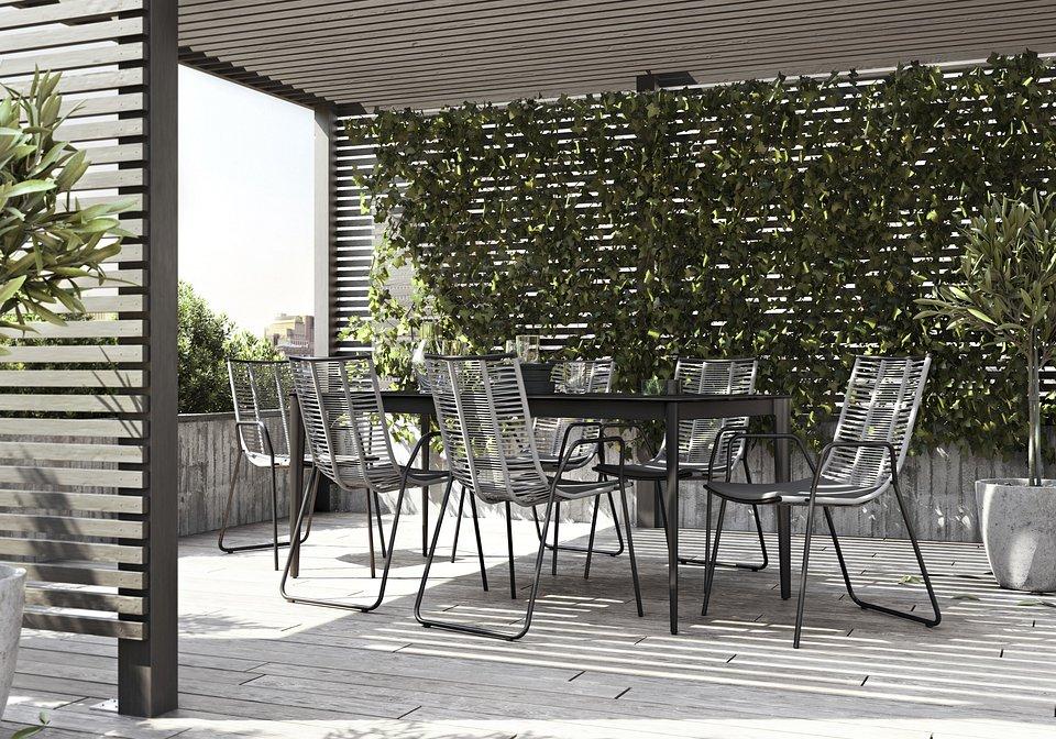 Stół Torino, cena 4.090,-<br>Krzesło Elba (do użytku wewnątrz i na zewnątrz), cena 769,-