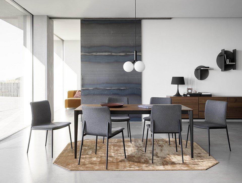 Krzesło Newport, cena od 795,-<br>Stół Torino, cena od 2.490,-<br>Bufet Lugano, cena od 4.659,-