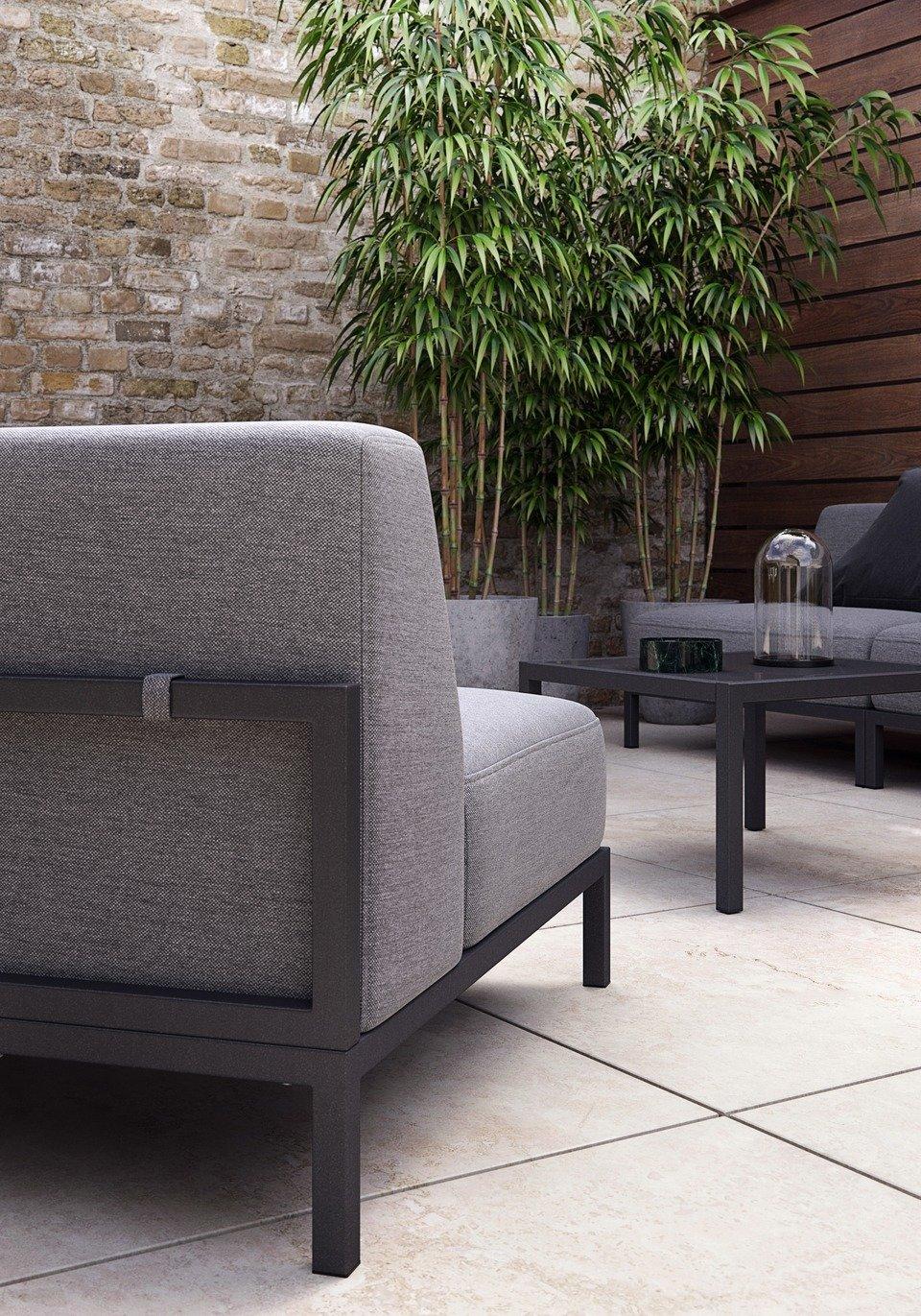 Sofa ogrodowa Rome (1 moduł: 310), cena 4.979,-<br>Stolik kawowy ogrodowy Rome (mniejszy), cena 1.659,