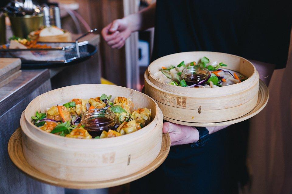 Kuchnia Dalekiego Wschodu od zawsze pociągała i inspirowała właścicielki Pełną Parą co przekłada się na kartę menu.