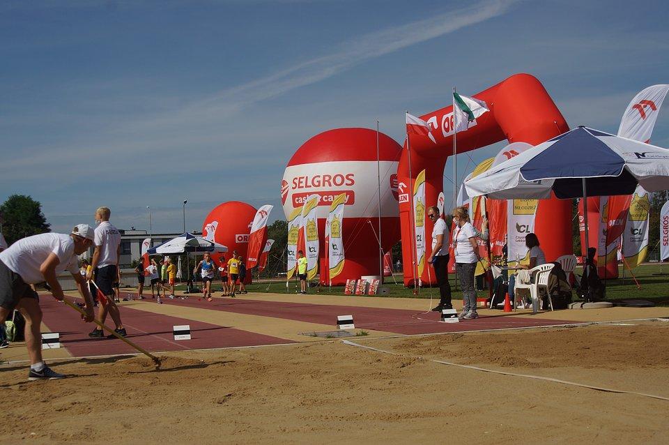 Młodzi sportowcy zmierzyli się w 36 konkurencjach biegowych i technicznych.