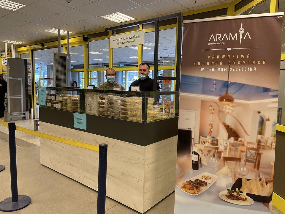 Stoiska restauracji Aramia w hali Selgros Cash & Carry w Szczecinie.