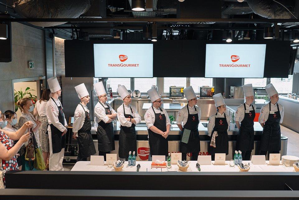 9 finalistów, uczniów szkół gastronomicznych z całej Polski, wyłoniono w eliminacjach, które odbyły się wyjątkowo w formule online.