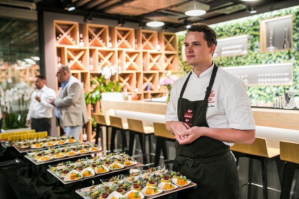 Ekspert Instytutu Kulinarnego Transgourmet, Bartosz Peter chętnie odpowiadał na pytania gości wydarzenia.    fot. Karol Stańczak / FOR Solutions.