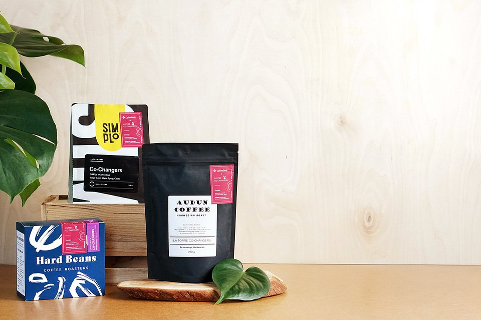 Na stronie Coffeedesk można zakupić trzy rodzaje kaw wypalone przez polskie palarnie