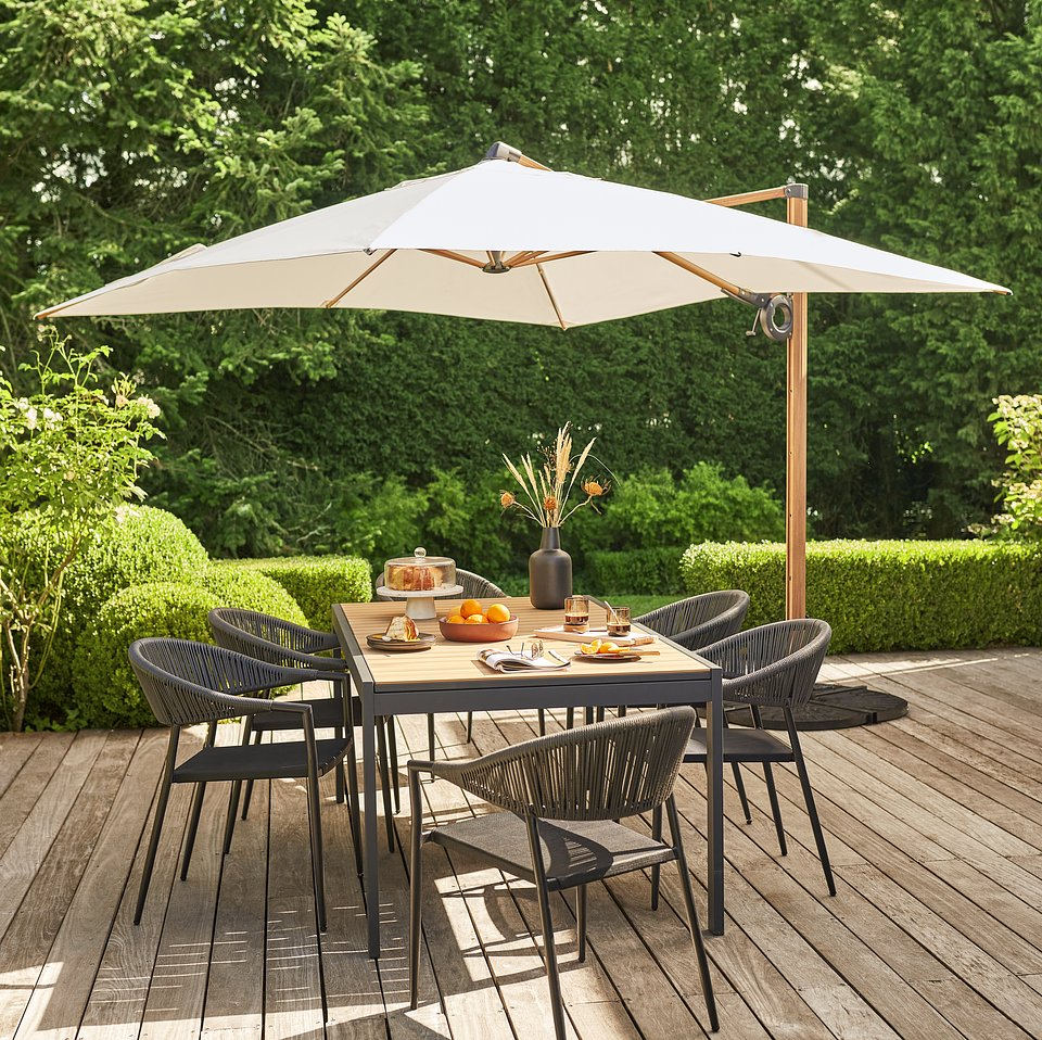 4. Stół Morlaix i krzesła Coline z parasolem Naya_Castorama.tif