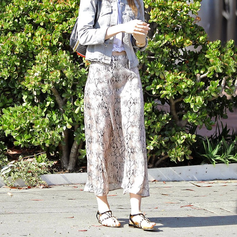 Actress Lily Collins Mango skirt - Rights from 25042019 PR+SM WW.jpg
