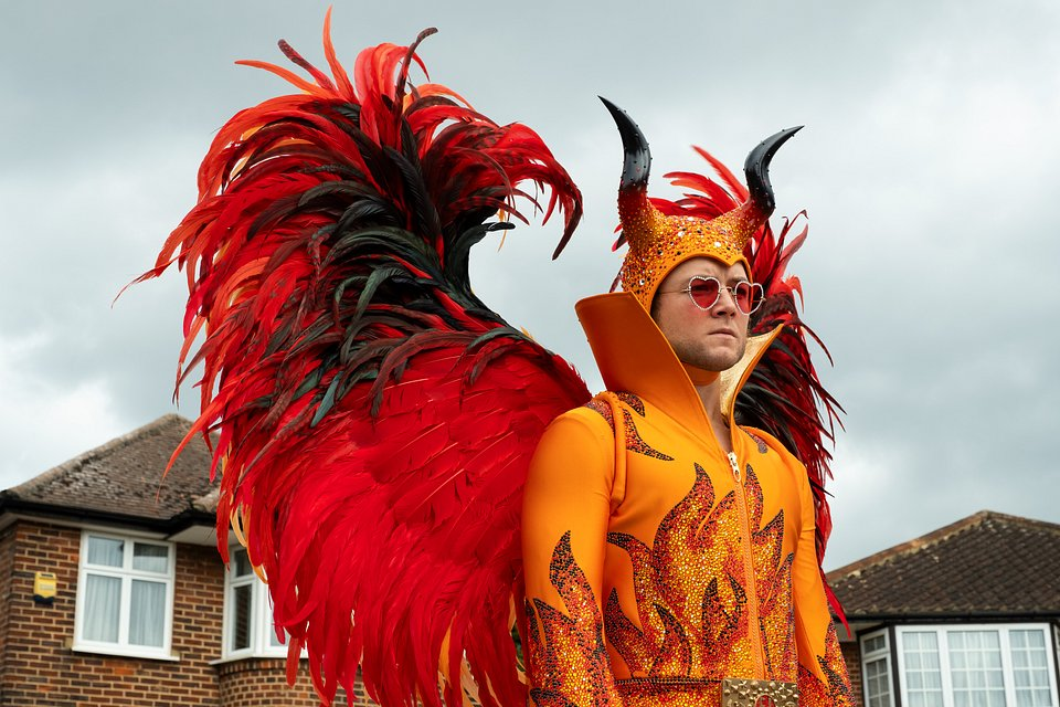 Taron Egerton jako Elton John w filmie