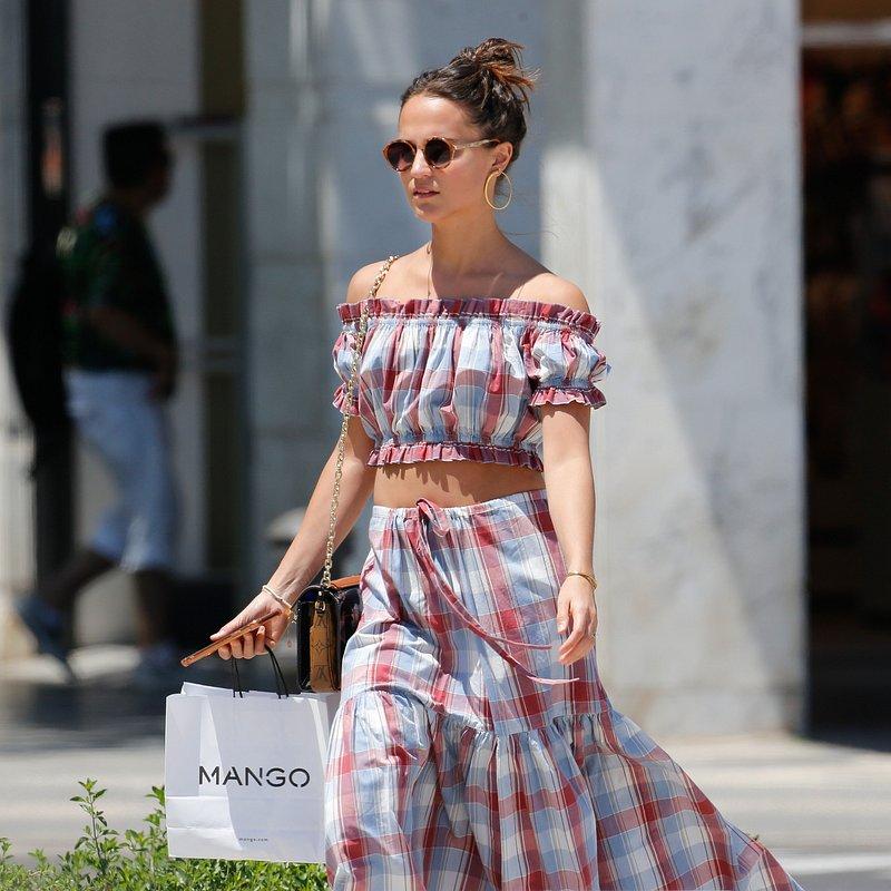 Alicia Vikander shopping at Mango.jpg